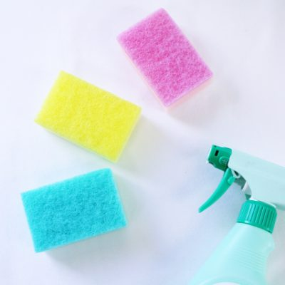 カビ取りとアルカリ系洗剤(石鹸)の使用は別の日に。混ぜるなキケン!